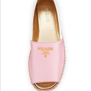 Prada jute wedge shoe in pink and white with gold